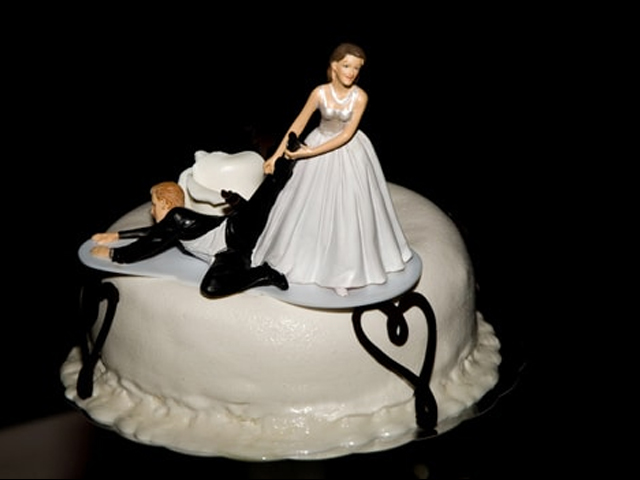 sposo che scappa torta addio nubilato celibato